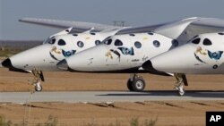 Space Ship Two в связке со своим носителем самолетом White Knight Two