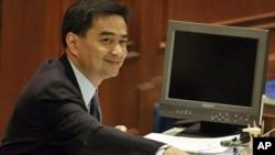 泰國總理避過不信任動議。