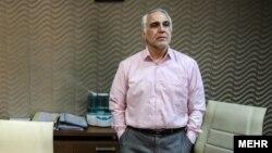 کاظمی مدتی رئیس هیات مدیره بانک سرمایه و از اعضای هیات امنای صندق ذخیره فرهنگیان بود