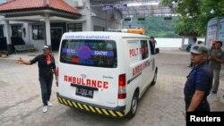An ambulance carrying a coffin arrives at the ferry crossing to Nusa Kambangan prison at Wijayapura quay, Cilacap, Central Java, Jan. 17, 2015.