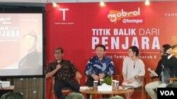 Basuki Tjahaja Purnama (BTP) alias Ahok mengaku tidak berambisi menjadi Presiden Indonesia di kantor Media Tempo, Jakarta, Senin (17/2). (Foto: VOA/Sasmito)