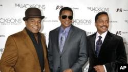 Brothers Tito Jackson (L-R), Jackie Jackson, and Marlon Jackson (file photo)