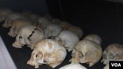 Des cranes exposés lors de la 20e commémoration du Génocide au Rwanda