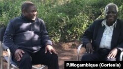 Filipe Nyusi (esq) e Afonso Dlhakama (dir)