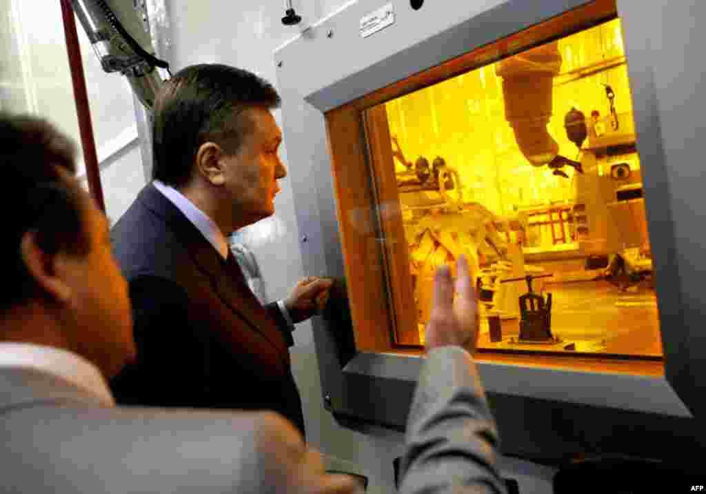 Президент Украины Виктор Янукович посетил Чернобыльскую АЭС. 26 апреля 2010 года