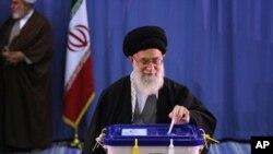 ຜູ້ນຳສູງສຸດຂອງອີຣ່ານ Ayatollah Khamenei (3 ມີນາ 2012)