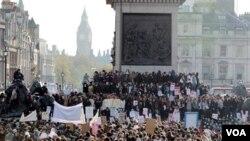 La policía arrestó a más de 60 personas por los disturbios.