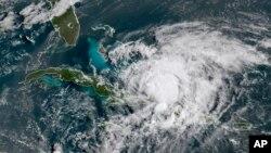 هوا پېژندونکو ویلي د شمالي او جنوبي کارولینا په شمول په ورڅېرمه ایالتونو کې به د ۱۵ سانتي مترو په مقدار باران وورېږي.