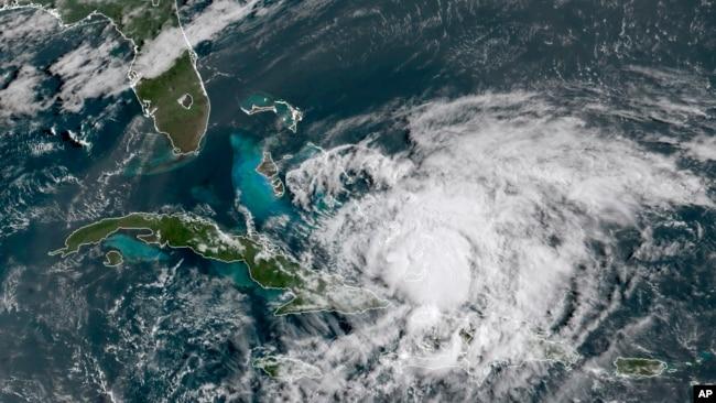 Hình ảnh cơn bão Isaias.