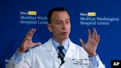 El doctor Jack Sava, director de Traumatología del centro Hospitalario MedStar Washington, informa sobre el estado de salud del congresista Steve Scalice. Junio 16, 2017.