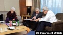 از راست: جان کری وزیر خارجه، ارنست مونیز وزیر انرژی و وندی شرمن معاون وزیر خارجه آمریکا در وین، محل برگزاری مذاکرات اتمی ایران