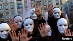 Des étudiants honorent les victimes de violences associées au genre (Oviedo, Espagne, 25 nov. 2016)