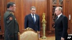 Слева направо: Валерий Герасимов, Сергей Шойгу, Владимир Путин.