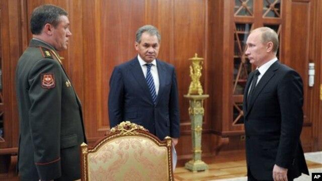 Գեներալ-գնդապետ Վալերի Գերասիմով (ձախից)