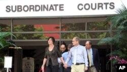 沙恩托德的父母步出新加坡法院