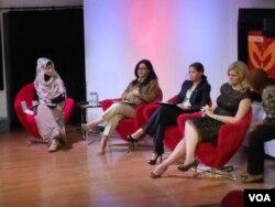 "Diskusi selepas pemutaran film ""Girl Rising"" di @America, Jakarta, Senin, 6 Januari 2014 (VOA/Alina Mahamel)."