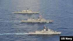 美国、日本和澳大利亚海军10月19日在南中国海举行今年第五次的联合演习。(美国第七舰队网站)