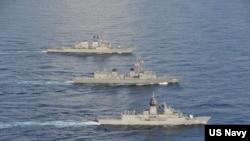 美國、日本和澳大利亞海軍10月19日在南中國海舉行今年第五次的聯合演習。(美國第七艦隊網站)