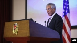 중국을 방문 중인 척 헤이글 미국 국방장관이 8일 베이징 중국 국방대학에서 연설하고 있다.