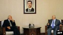 Bộ trưởng Ngoại giao Syria Walid al-Moallem, phải, họp với Chủ tịch Hồng Thập Tự Quốc Tế Jakob Kellenberger tại Damascus, Syria, 4/9/2011