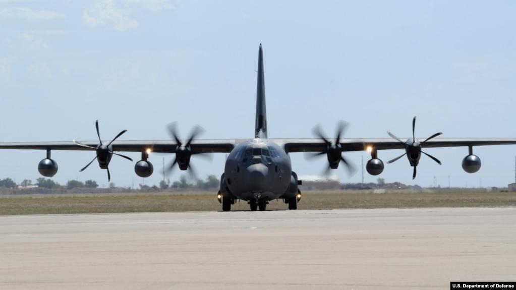 图为美国空军MC-130J 特种作战多功能运输机。