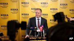 斯洛文尼亞候選人之一,富翁慈善家安德烈‧基斯卡在3月16日在記者會上
