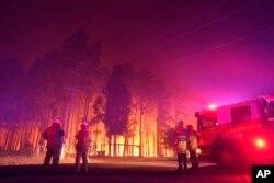Kebakaran di Wooroloo, dekat Perth, Australia, Senin, 1 Februari 2021. (Greg Bell/DFES via AP)