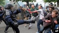 Sukobi policije i demonstranata u Parizu