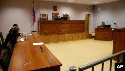 Pengadilan Rusia saat membacakan keputusan terhadap aktivis Greenpeace di St.Petersburg, Rusia bulan lalu (foto: dok).