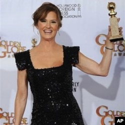 """Melissa Leo holds the award for Best Performance by an Actress in a Supporting Role in a Motion Picture for her role in """"The Fighter,"""" at the Golden Globe Awards 16 Jan. 2011, in Beverly Hills, California."""