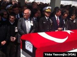 Balyoz davasında tutuklu sanıklardan Deniz Kurmay Albay Murat Özenalp 1 Mayıs 2014'te ailesiyle açık görüş sırasında beyin kanaması geçirerek hayatını kaybetmişti.