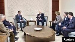 Presiden Bashar Al Assad menerima empat anggota parlemen Perancis di Damaskus, hari Rabu (25/2).