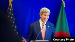 美国国务卿克里8月29日在孟加拉国达卡演讲(图片来源:美国国务院)