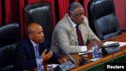 Le ministère de la Défense Siraj Fegessa et le président de l'Assemblée nationale Abadula Gemeda, à droite, à Addis Ababa, le 4 août 2017.