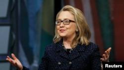 Ngoại trưởng Hoa Kỳ Hillary Clinton. Khi rời chức vụ, bà Clinton được xem là người phụ nữ được ngưỡng mộ nhất thế giới