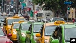 """Taksisti u Los Andjelesu štrajkuju u znak protesta protiv dozvole za poslovanje gradskih vlasti kompanijama poput """"Ubera"""" i """"Lifta"""" (Lyft)"""