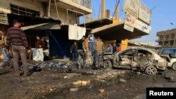 Polisi Irak memeriksa lokasi serangan bom di Baghdad, 15 January 2014 (Foto: dok).