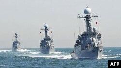 韩国军舰在5月27日演习中