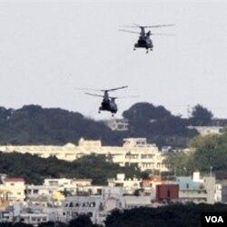 Helikopter militer AS terbang di atas pangkalan marinir AS di Ginowan, Okinawa (foto dokumentasi).