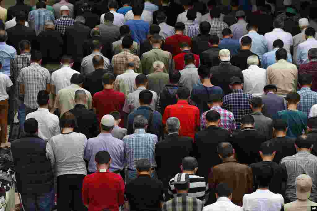 Muslims pray in Soma, May 16, 2014.