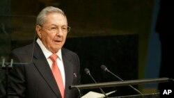 El presidente de Cuba Raúl Castro anunció que posterga su retiro del cargo.