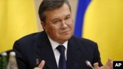 우크라이나에서 축출된 빅토르 야누코비치 대통령이 11일 러시아 로스토프나도누에서 기자회견을 가졌다.