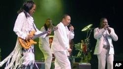 2006년 미국 휴스턴에서 열린 에센스 음악축제에서 공연 중인 뮤지션 'Earth, Wind and Fire'.