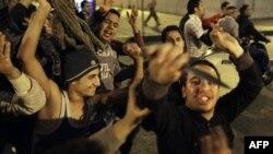 Ðụng độ giữa 2 nhóm biểu tình phản đối chính phủ và ủng hộ chính phủ