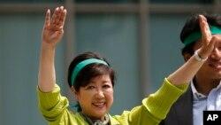 청중들에게 유세하는 고이케 유리코 도쿄 도지사 (자료사진)