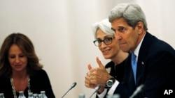 10일 오스트리아 빈에서 열린 이란 핵 협상에 미국 대표로 참석한 존 케리 미 국무장관(오른쪽)과 웬디 셔먼 미 국무차관.