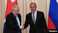 وزرای خارجه بریتانیا و روسیه در یک نشست خبری مشترک به انتقاد از سیاست کشور های یکدیگر پرداختند.
