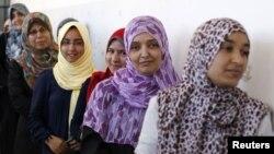 Cử tri Libya xếp hàng chờ bỏ phiếu tại Tripoli, ngày 7/7/2012