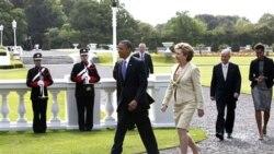 پرزیدنت اوباما و همسرش به اتفاق پرزینت مک آلیس رئیس جمهوری ایرلند و همسرش در مراسم کاشتن درخت دردوبلین بیست و سوم ماه مه