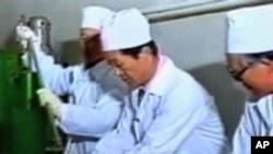 핵시설에서 일하는 북한 기술자들 (자료사진)